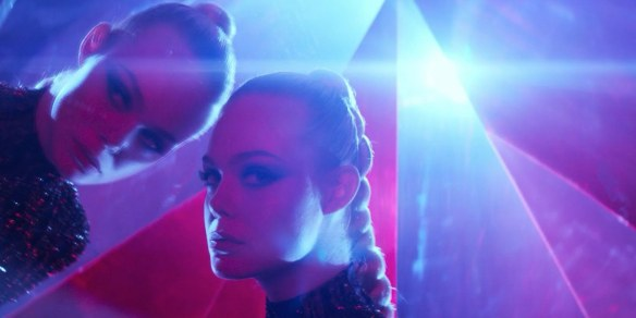 neon demon cannes2016-critique-review-neon-demon-film-nicolas-winding-refn